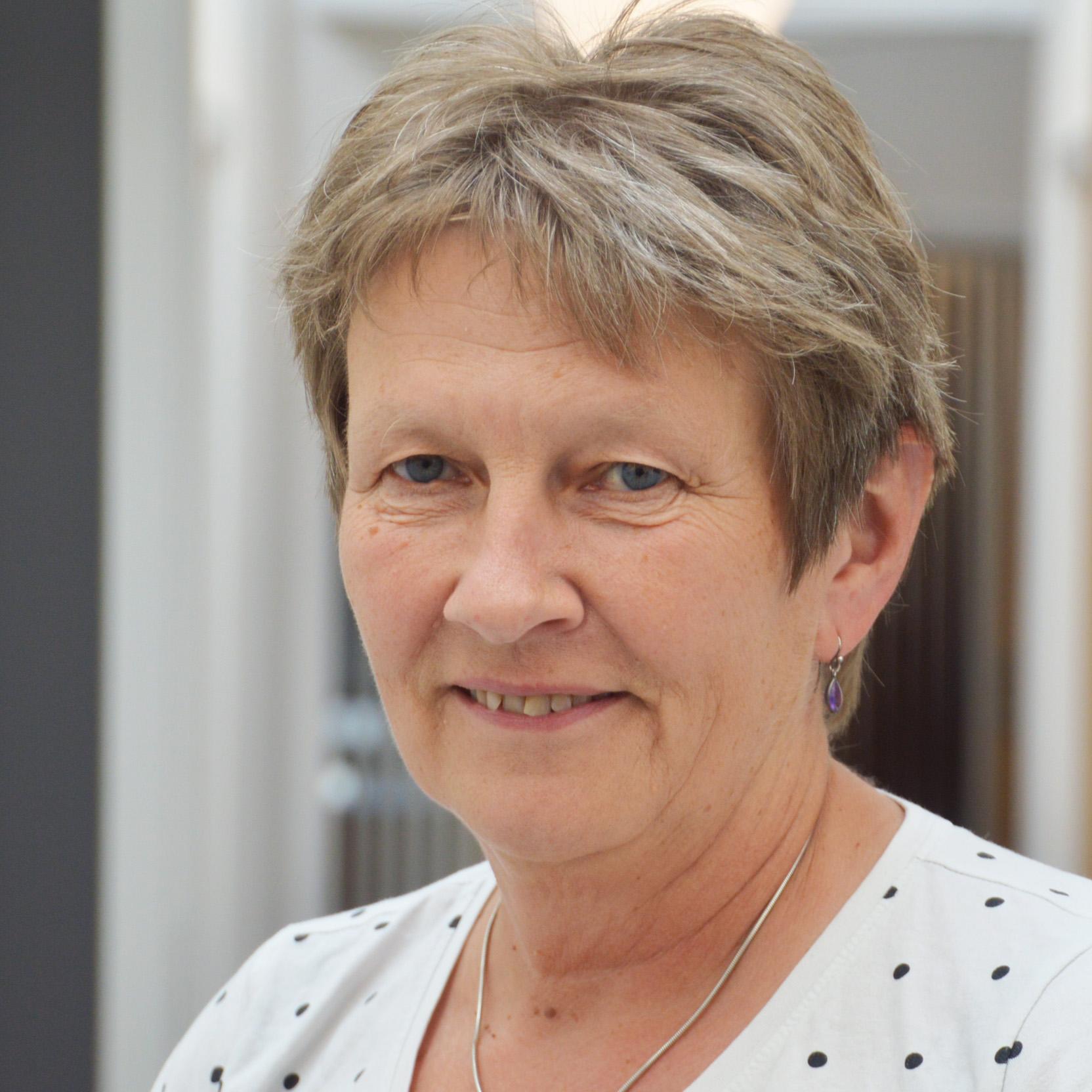 Lilian Holm